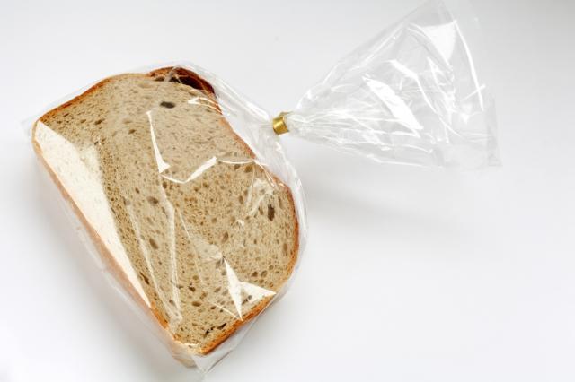 Упаковка хлеба и хлебобулочных изделий в прозрачный пакет